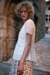 blouse-blanche-dentelle-300x449