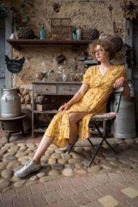 robe-longue-jaune-300x449